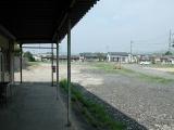 昔ここにホームと線路がありました