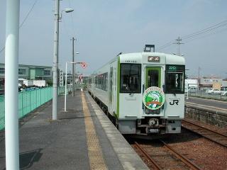 ヘッドマーク掲出のキハ110系(上菅谷にて)