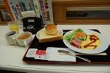 宿泊料金に含まれている朝食。パン・コーヒー・ジュース・スープはおかわり自由